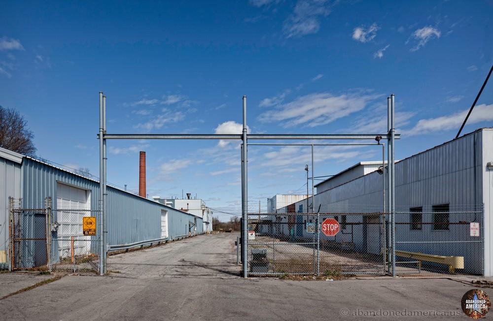 Syracuse China gate - Matthew Christopher's Abandoned America