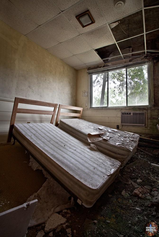 Harmony House Resort - Photographs by Matthew Christopher Murray of Abandoned America