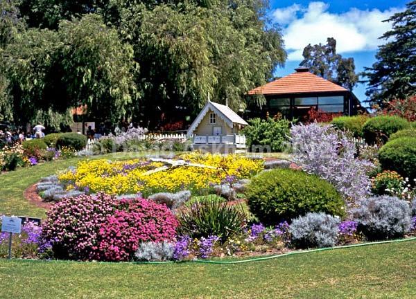 Floral clock - Gardens & plants
