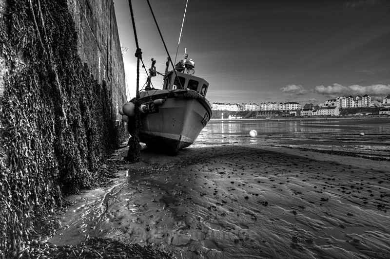 Just hanging on - Man in Mono