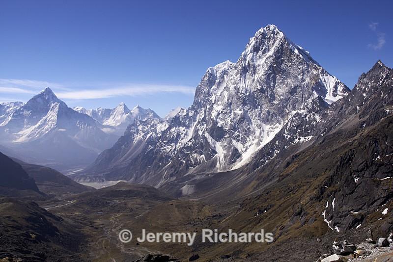 Himalayan Valley - Nepal