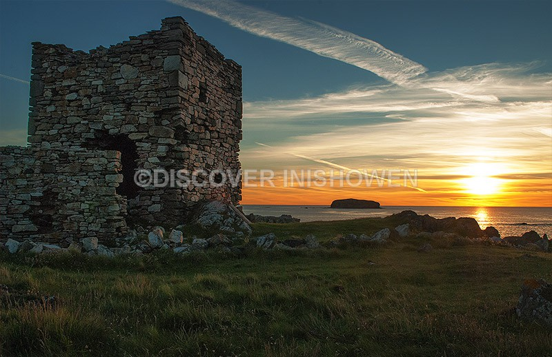 Carrickabraghy castle and Glashedy island at sunset - Nature