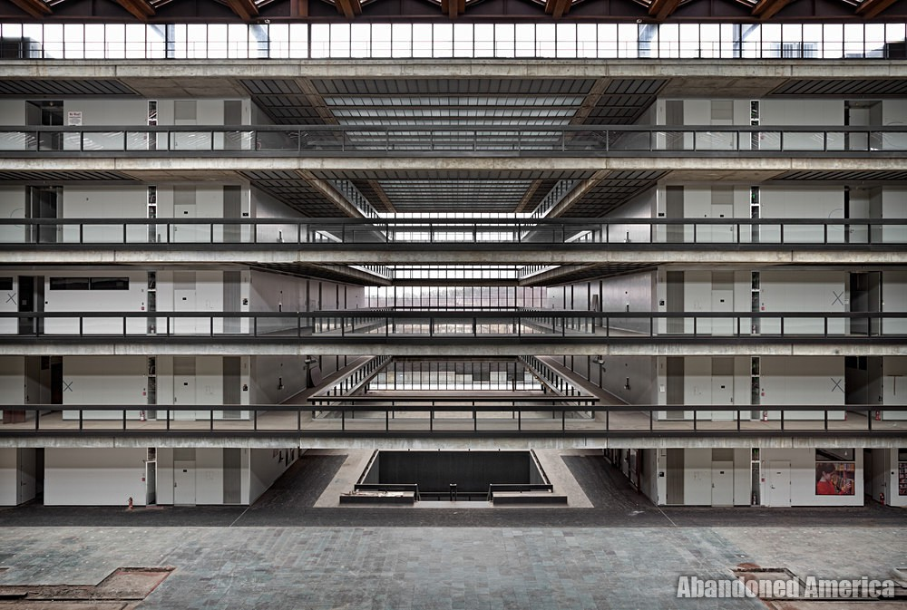 Holmdel, New Jersey's Abandoned Bell Labs : The Idea Factory