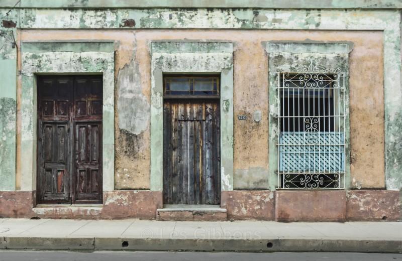two doors - Cuba