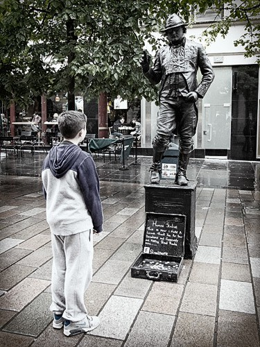 Glasgow human statue   by Colin Robb