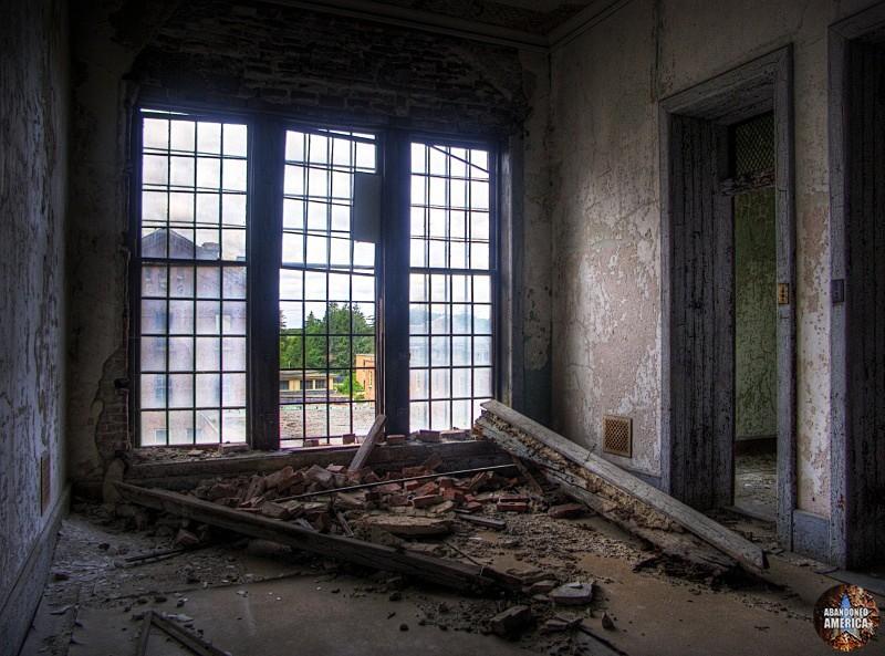 Crumbling window, Taunton State Hospital