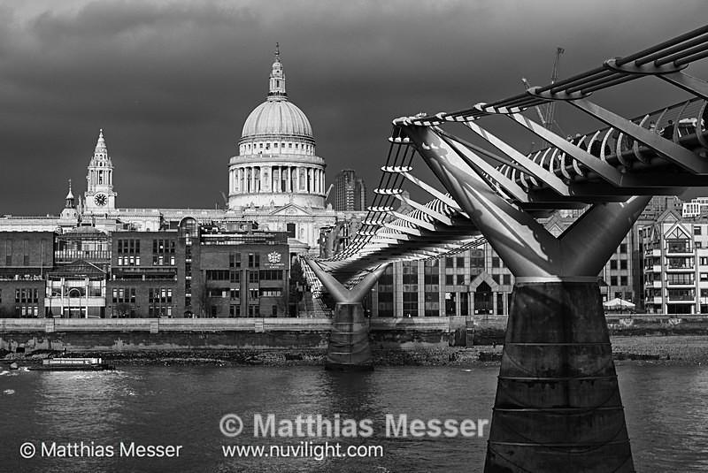 Millenium Bridge - Places and Architecture