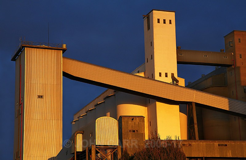 Walleroo Silos1-1203 - ARCHITECTURE,  INDUSTRY  & TRANSPORT PHOTOS.