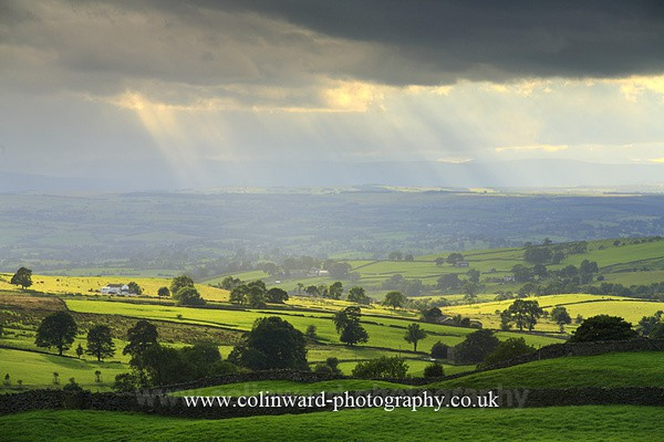 Crepuscular Rays over the Penines. Ref no 1323 - The Pennines and The Lake District