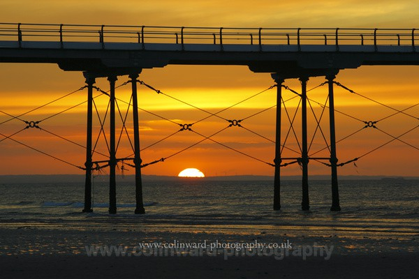 Setting sun at Saltburn      Ref 4255 - North Yorkshire and Cleveland