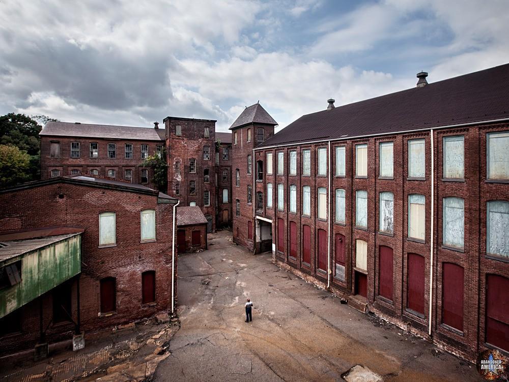 Simon Silk Mill, Easton PA: Courtyard View   Abandoned America