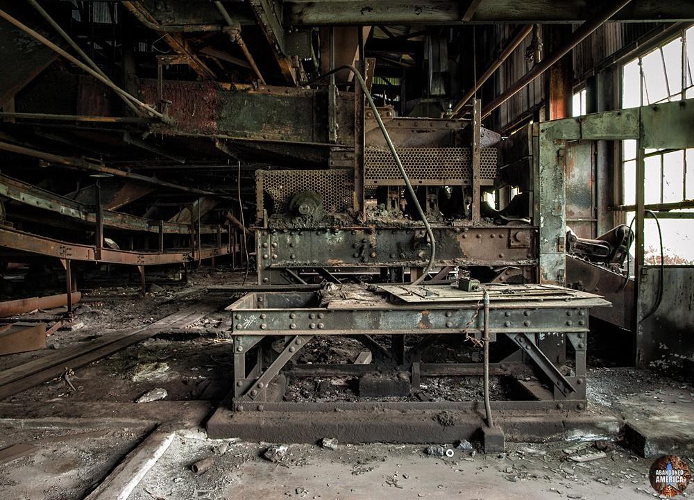St. Nicholas Coal Breaker (Mahanoy City, PA)   More Machinery - St. Nicholas Breaker