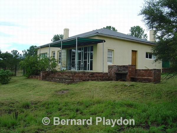 Stoep and braai area - Avon Heights Guest Lodge