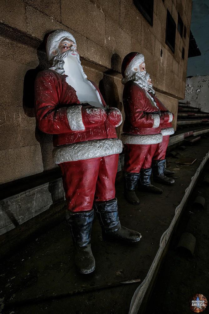 Horrifying Santas at The Westlake Theatre, Los Angeles, CA | Abandoned America