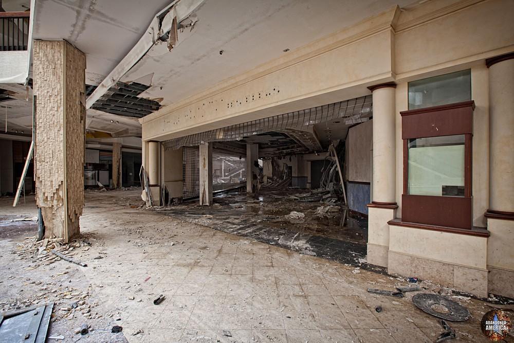 Randall Park Mall (North Randall, OH) | Shattered Storefront - Randall Park Mall