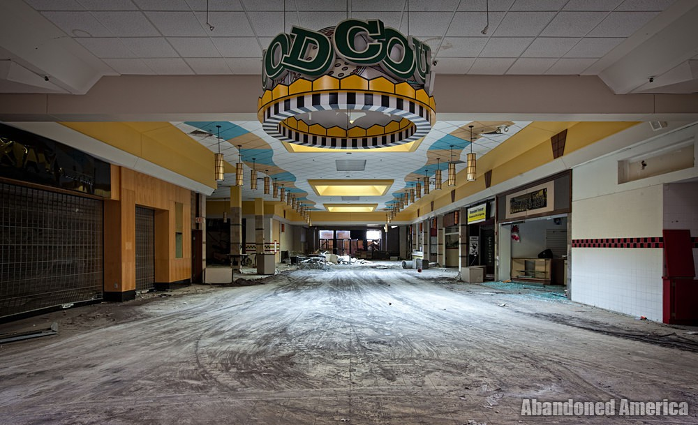 Randall Park Mall (North Randall, OH) | Food Court - Randall Park Mall