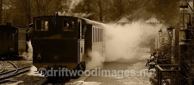 Santa Special Dec 2010 1145 departure - The Welshpool & Llanfair Light Railway