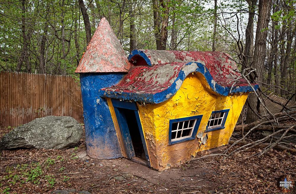 Catskill Game Farm (Catskill, NY) | Fairy Tale Nursery House - Catskill Game Farm