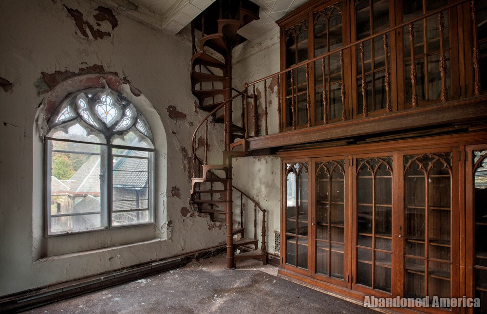 Abandoned Church building - Matthew Christopher's Abandoned America