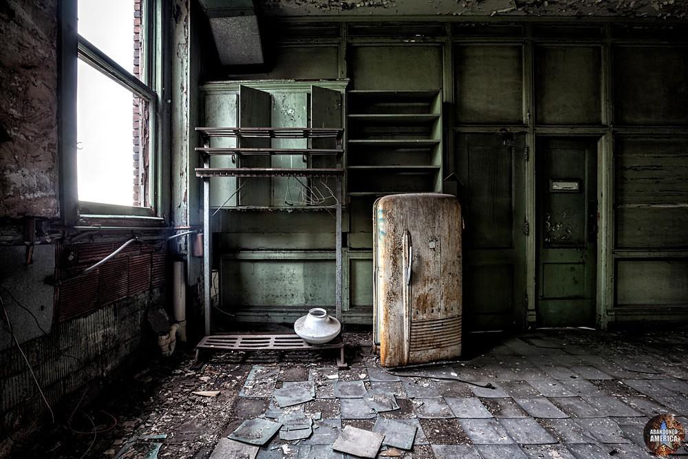 Lackawanna Steel (Lackawanna, NY) | Administration Admira Refrigerator - Lackawanna Steel (Lackawanna, NY)
