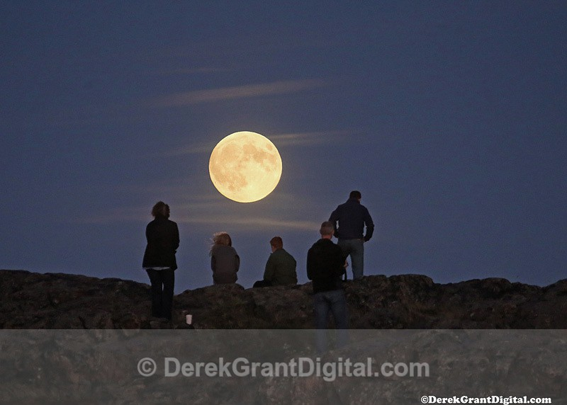 Super Moon Spectators - Sunset/Moonrise