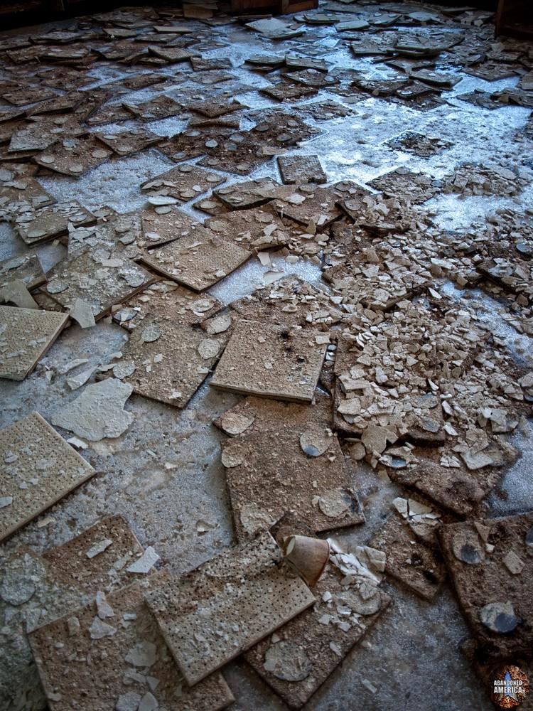 Undercliff Sanatorium (Meriden, CT) | Asbestos Tiles Detail - Undercliff Sanatorium