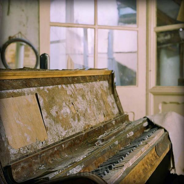 Tunes Past - 'Ye Olde Curiosity Shoppe'