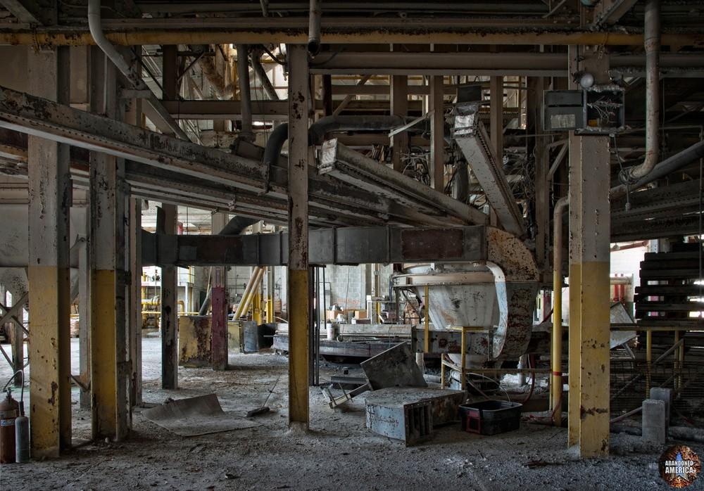 pneumoco international enamel and porcelain - matthew christopher murray's abandoned america