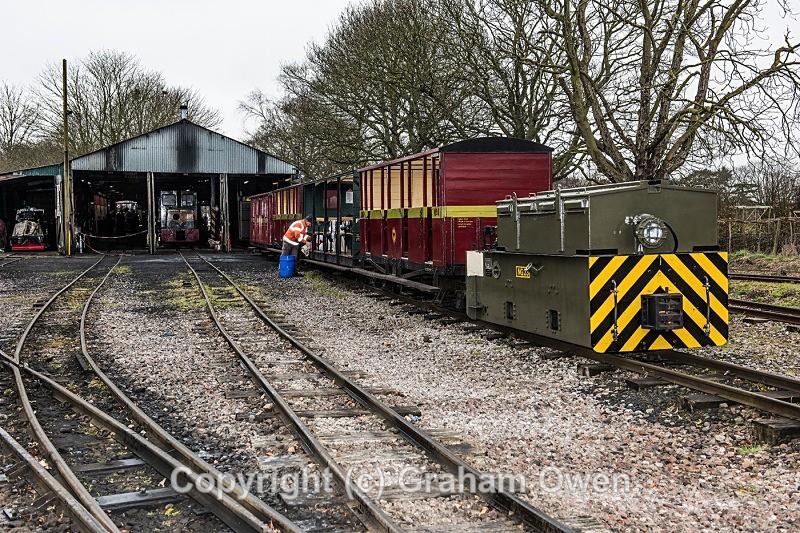 Mayor Flags First Train-002 - Leighton Buzzard Railway
