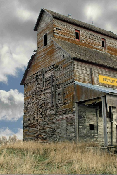 Rauville Elevator - Barns & Remnants