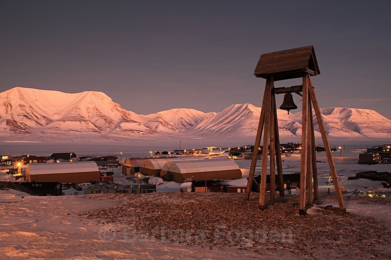Longyearbyen in the first light 5462 - The daylight returns