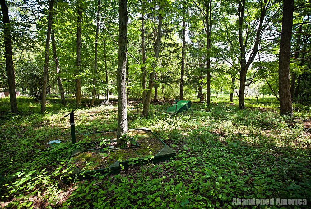 Catskill Game Farm (Catskill, NY)   Overgrown Mini Golf - Catskill Game Farm