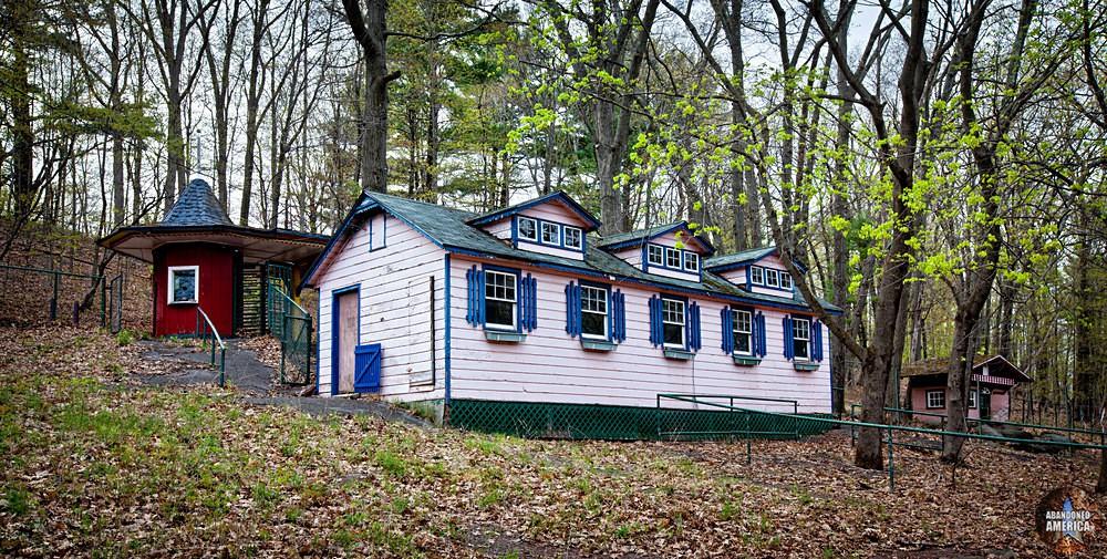 Catskill Game Farm (Catskill, NY)   Nursery Building and Train Station - Catskill Game Farm