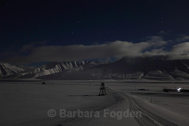 Adventdalen at full moon 5016 - Polar night
