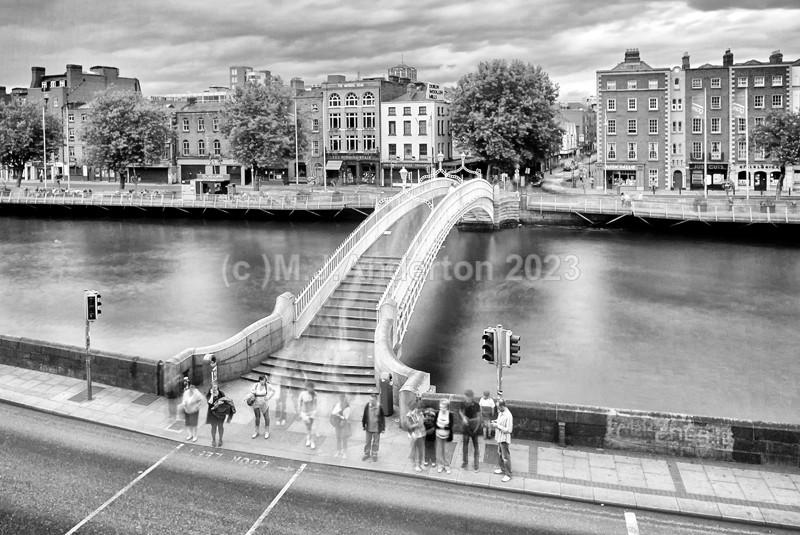 One Minute at The Ha'penny Bridge. - Co.Dublin
