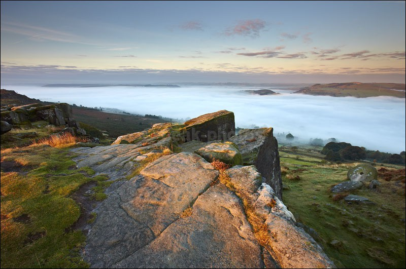 Curbar Edge - Mist and Millstones - Peak District | Dark Peak