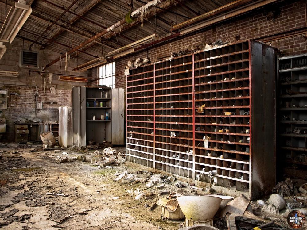 New Jersey Zinc (Palmerton, PA) | Supply Room - New Jersey Zinc