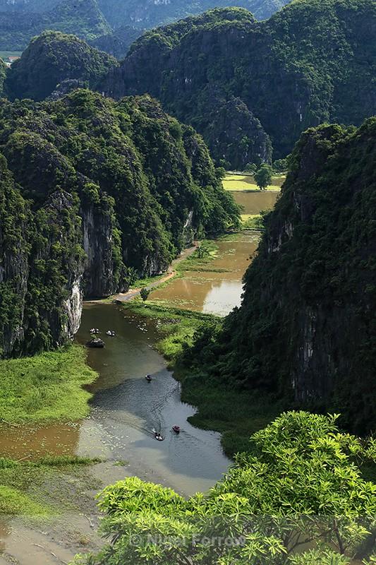 Limestone peaks & Ngo Dong river viewpoint, Tam Coc, Vietnam - Vietnam