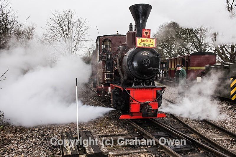 Mayor Flags First Train-001 - Leighton Buzzard Railway