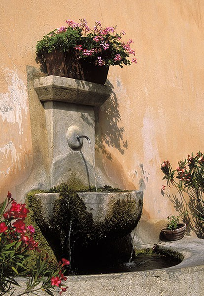moustiers-ste-marie fountain - Provence