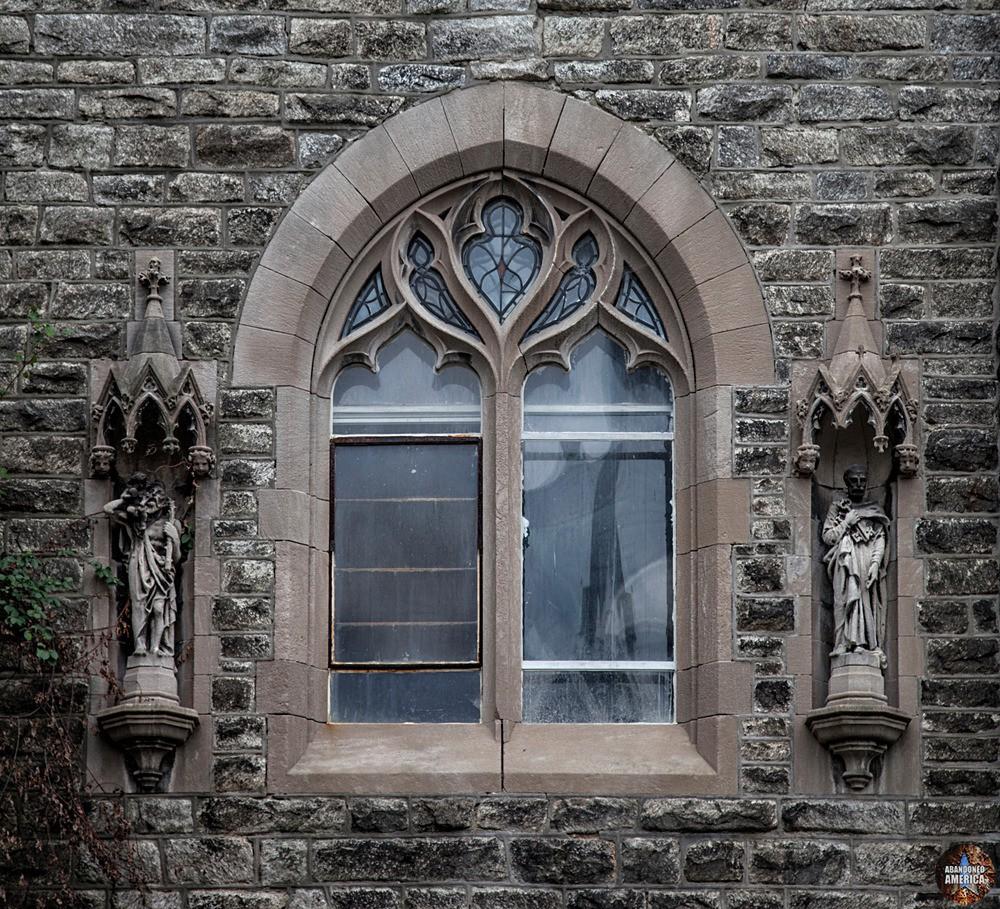 St. Peter's Episcopal Church (Germantown, PA) | Window Detail - St. Peter's Episcopal Church