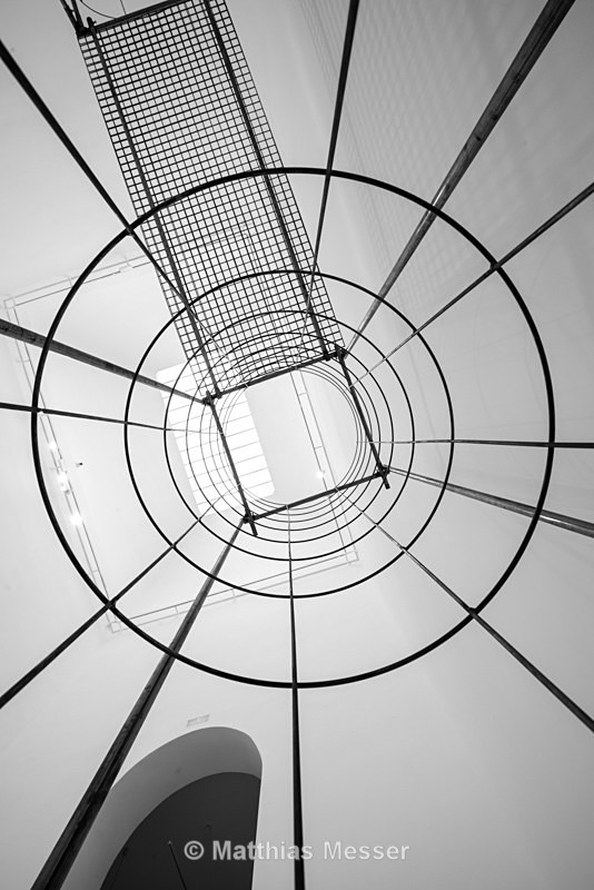 Cage in Madrid - Abstract