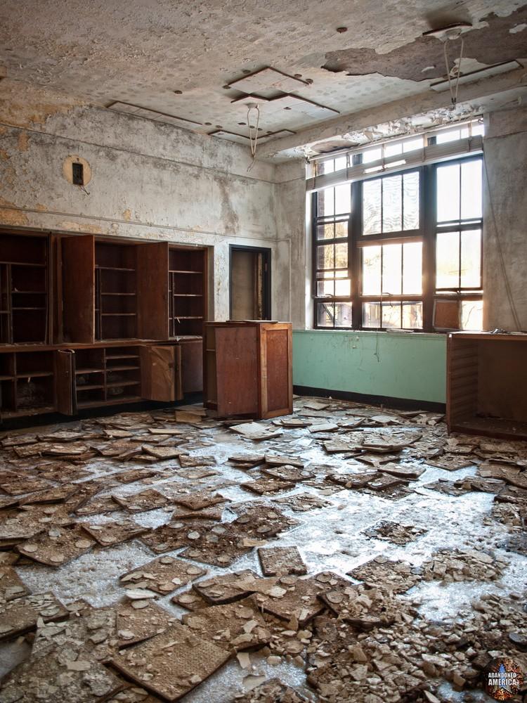 Undercliff Sanatorium (Meriden, CT)   Icy Asbestos Tiles - Undercliff Sanatorium