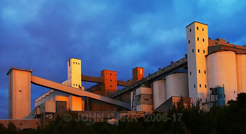 Walleroo Silos 2-1205 - ARCHITECTURE,  INDUSTRY  & TRANSPORT PHOTOS.
