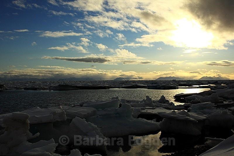 Adventfjorden 7095 - The daylight returns