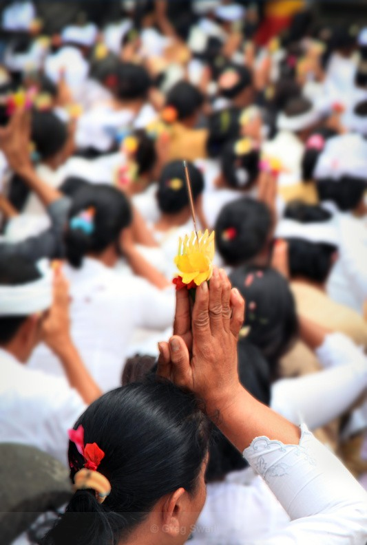 In Prayer - Bali's Culture and Characters