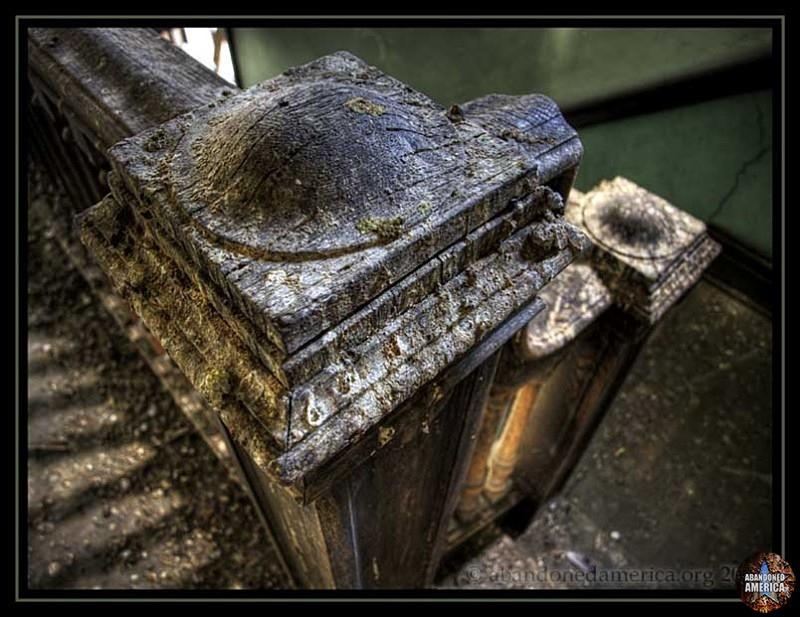 Abandoned boarding house - Matthew Christopher's Abandoned America