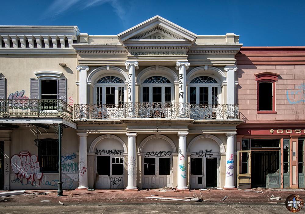 Six Flags (New Orleans, LA) | Main Street Metropolitan Building - Six Flags New Orleans