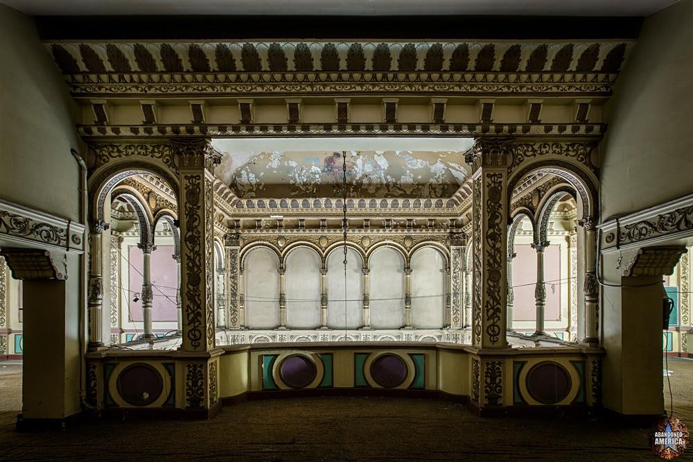 Mezzanine Molding at The Westlake Theatre, Los Angeles, CA | Abandoned America