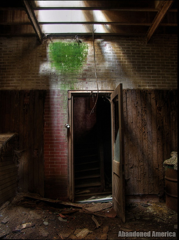 Abandoned carriage house - Matthew Christopher's Abandoned America